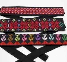 Embroidered head pendana