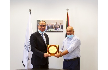 Bethlehem Chamber of Commerce and Industry held a meeting with the Palestinian Banking Corporation