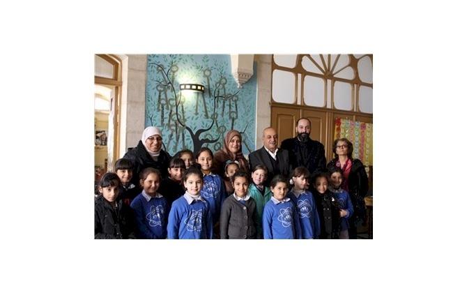 غرفة تجارة وصناعة محافظة بيت لحم تقدم تبرعات عينية لمدرسة بنات المسعودي